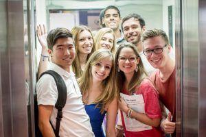 Sprachschule Brisbane Kaplan Aufzug