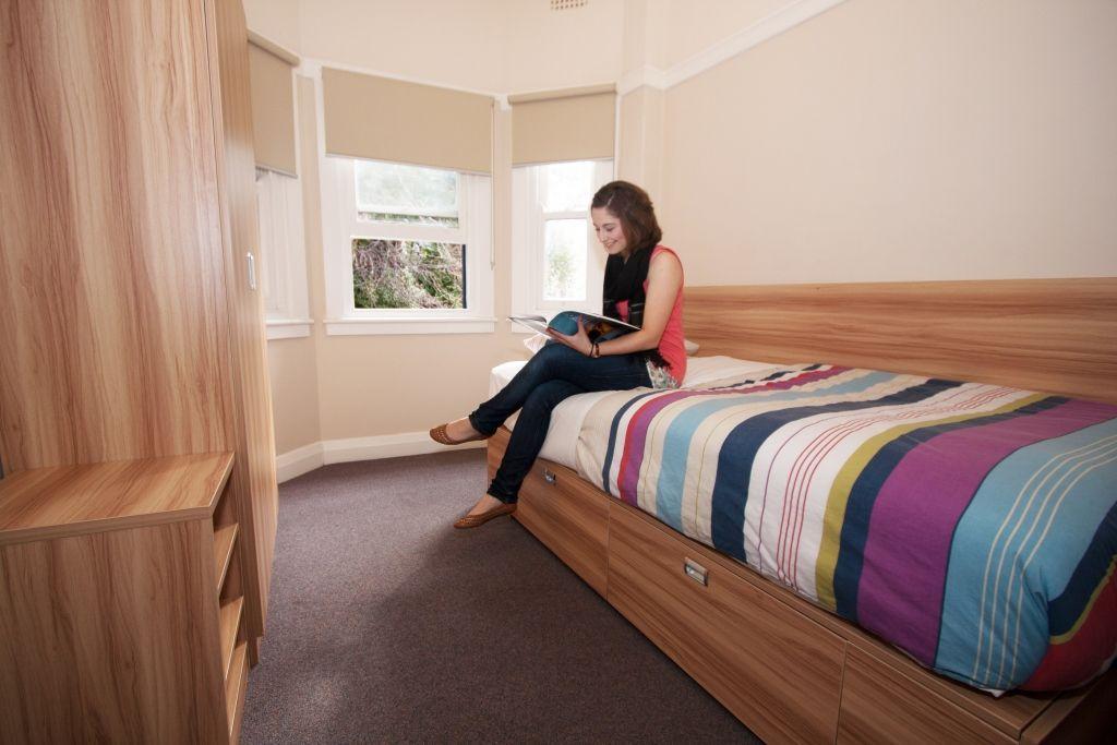 Sprachreise Australien Sydney City Kaplan Jack's Place Einzelzimmer mit Bewohnerin