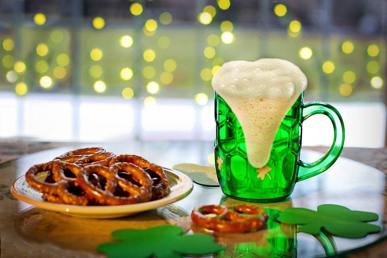St. Patrick's Day grünes Bier