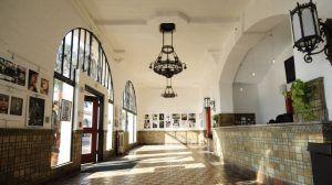 Sprachreise Santa Barbara, Kaplan International USA, Schule Eingang