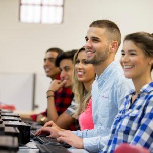Sprachreisen Australien Sydney City Kaplan Schüler im Computerraum
